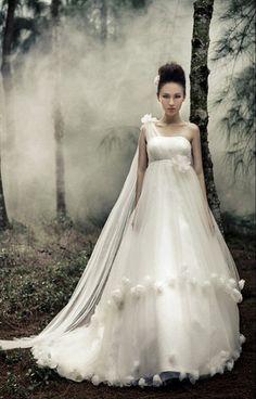 https://flic.kr/p/BM3HSj | Trouwjurken | Bekijk onze ruime collectie trouwjurken. De meeste en mooiste betaalbare trouwjurken bij de Grootste Bruidszaak van Nederland! | www.popo-shoes.nl