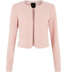 """Work this shell pink cropped blazer with shell pink scallop shorts, or blue ripped knee skinny jeans for a more laid back feel.- Matching shorts available- Open front design- Structured style- Cropped design- Soft woven fabric- Model is 5'8""""/176cm and wears UK 10/EU 38/US 6"""