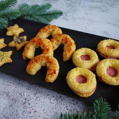 Silvestrovské pohoštění - sůloví krok za krokem - Vaření.cz Ciabatta, Onion Rings, Doughnut, Sushi, Ethnic Recipes, Desserts, Food, Tailgate Desserts, Deserts