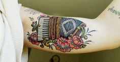 love the colors and vintage look of this. i want to incorporate piano keys into my sleeve and just love the look of this!