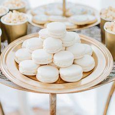#mundushannover #fineartbakery #handmade #sweettable #wedding #dessert #delicious #candybar #macarons #happy #hannover #gold #weddinginspiration  Foto: @anja_schneemann_photography  Sweets: @mundushannover  Wedding Planner: @marryjane_weddingdesign  Location: @seefugium