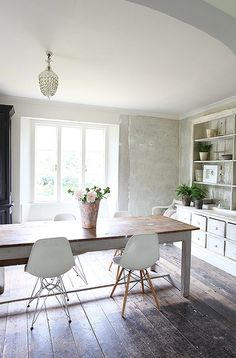 Very Pretty House Set In 1 Acre Hampshire Knock Through Living Dining Room With Plaster Walls Fireplace Ossi Atar Furniture Pieces