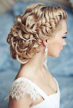 coiffure mariage 2015: cheveux bouclés attachés avec tresse