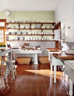 The wainscot in Martha Stewart's Maine unfitted kitchen is made of vintage Pewabic tiles; the antique fishmonger's table against the far wall is from Ann-Morris. Celebrity Houses, Martha Stewart Kitchen, Maine House, Celebrity Kitchens, Kitchen Remodel, Kitchen Decor, Martha Stewart Home, Kitchen Dining, Home Kitchens