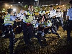 Umbrella Revolution Hong Kong, Police forces arrest pro-democracy protesters outside the central government offices in Hong Kong (Getty)