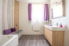 Fugenlose Wandverspachtelung mit Designboden in gedeckten Farben mit Farbakzenten Alcove, Bathtub, Bathroom, Muted Colors, Ceilings, Full Bath, Bathing, Standing Bath, Washroom