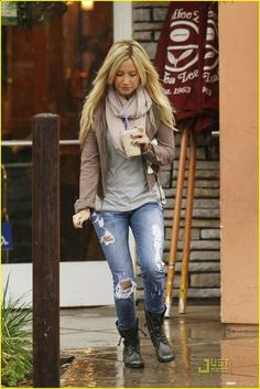 Ashley Tisdale love her rainy day look!! leather jacket in brown grey shirt nude scarf blue jeans and black booties confortable and beauty