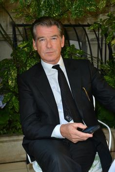 Pierce Brosnan in a peak lapel 2 botton black suit— presso Ritz Paris.