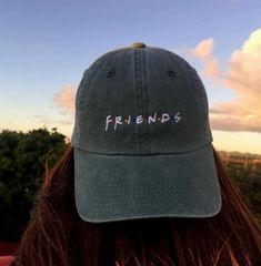 64 Trendy how to wear hats baseball caps snapback Bone Bordado, Snapback, Cute Caps, Friends Tv, Hat Hairstyles, Outfits With Hats, Mode Vintage, Dad Hats, Caps For Women