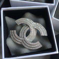 Chanel brooch 3 laps full stones
