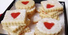 A klasszikus 3:2:1 arányú linzer eperkrémmel töltve, akár Valentin-napra is. Hozzávalók A tésztához 30 dkg liszt 20 dkg hideg... Cheesecake, Desserts, Food, Tailgate Desserts, Deserts, Cheesecakes, Essen, Postres, Meals