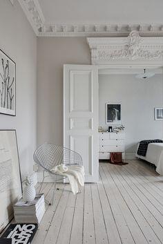sekelskifteslägenhet, skinn soffa, skandinaviskt