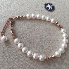 "Bracelet ""Camélia"" Doré rose, rose gold, perles Swarovski Palladium, Wedding Jewelry, Pearl Necklace, Swarovski, Creations, Rose, Suit Handkerchief, Calf Leather, Jewelry Ideas"
