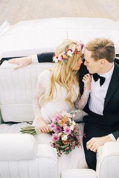 Peinados para novias con coronas de flores son la sensación de la temporada!