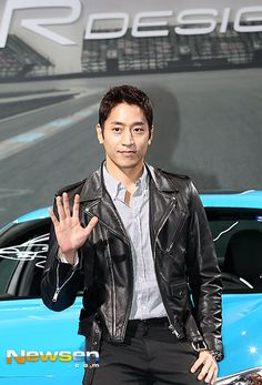 [Photo] Shinhwa′s Eric Mun Goes for a Spin at Volvo Event