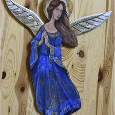 Anioł z drewna płaskorzeźba