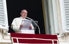 """Lors de la prière de l'Angélus sur la Place Saint-Pierre, dimanche 28 janvier 2018, le pape François a prié pour les victimes des récents attentats en Afghanistan et pour ceux qui y travaillent à construire la paix. Après la prière mariale, le pontife a dénoncé la """"terrible attaque terroriste"""" surv"""
