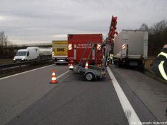 Verkehrssicherungsanhänger der Feuerwehr erleidet bei Absicherung Totalschaden http://www.feuerwehrleben.de/verkehrssicherungsanhaenger-der-feuerwehr-erleidet-bei-absicherung-totalschaden/ #feuerwehr #firefighter