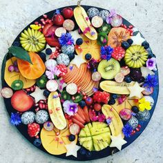 dive into this beautiful fruit platter full of all kinds of natures true candy food by Sophie Steevens ( Healthy Fruits, Fruits And Veggies, Tumblr Fruit, Tapas, Beaux Desserts, Cheese Dessert, Dessert Aux Fruits, Fruit Decorations, Beautiful Fruits