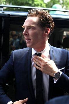 """Oh lordy. My profile in close up including hand porn. **SWOON* {OFF Plus Camera. Benedict Cumberbatch, czyli serialowy """"Sherlock"""" spotkał się z fanami [ZDJĘCIA]}"""