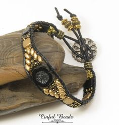 Cuir noir et or Wrap Bracelet-noir mat-fleur or Beaded Leather Wraps, Leather Cuffs, Gold Leather, Leather Jewelry, Leather Cord, Bracelet Cuir, Cord Bracelets, Crochet Bracelet, Necklaces
