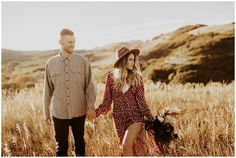 Fall Utah Anniversary – India Earl Photography Source by chelseaandrewvi Engagement Photo Outfits, Engagement Photo Inspiration, Engagement Pictures, Mountain Engagement Photos, Country Engagement, Oval Engagement, Engagement Shoots, Fall Photo Shoot Outfits, Picture Outfits