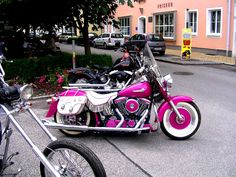 Harley Davidson in PINK...cute even though I'm not really a Harley girl :)