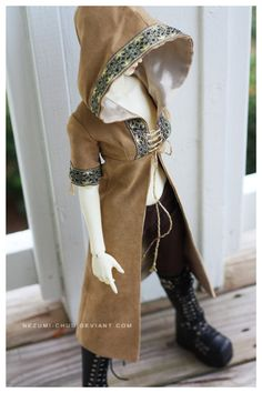 Made for a doll, but such a lovely design I would love to see one in a LARP. - BJD Dollfie SG Super Gem Female Tan high bust hooded coat