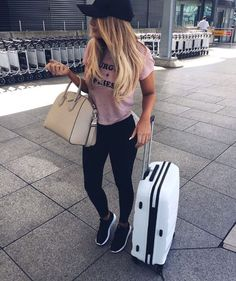 Fabulous Bling Women Outfits For Travel Airport Style 28 Summer Airplane Outfit, Airplane Outfits, Travel Outfit Summer, Summer Outfits, Comfy Travel Outfit, Comfy Outfit, Summer Travel, Casual Outfits, Best Travel Clothes