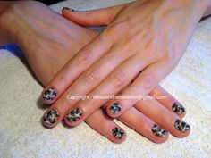 Easy nail art on natural nails: Camo print. So stilish with The matte finish!