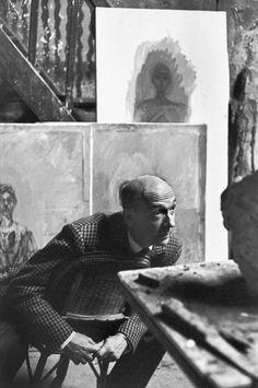Henri Cartier-Bresson, Le sculpteur Pierre Josse dans l'atelier d'Alberto Giacometti, rue Hippolyte Maindron, Paris, France, 1961. © Henri Cartier-Bresson/Magnum Photos.