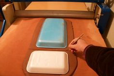 Most up-to-date Cost-Free slab Ceramics tutorial Tips Easy-to-make Appetizer Platters Using Recycled Materials Hand Built Pottery, Slab Pottery, Pottery Plates, Ceramic Pottery, Thrown Pottery, Pottery Vase, Pottery Patterns, Pottery Designs, Pottery Ideas