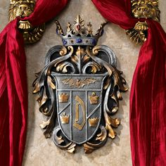 Created from historic drawings, this family crest of Vlad the Impaler heralds the vampire known as Count Dracula. Complete with a vampire bat and a regal crown, this Design Toscano Gothic work of wall Vlad Der Pfähler, Vlad El Empalador, Comte Dracula, Dracula Untold, Victorian Gothic Decor, Medieval Gothic, Gothic House, Gothic Art, Sculptures