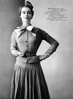 Pierre Balmain- New look was popularized in conjunction with Dior, both emphasized waist and bust but also being somewhat of a minimalist Vintage Fashion 1950s, Vintage Couture, Retro Fashion, Vintage Style, Classic Fashion, Fifties Style, 50s Vintage, Stylish Womens Suits, Suits For Women