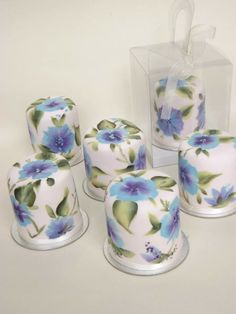 Beautiful Floral Mini Cakes - For all your cake decorating supplies, please visit craftcompany.co.uk