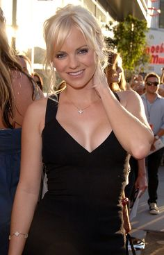 "( CELEBRITY WOMAN 2016 ★ ANNA FARIS ) ★ Anna Kay Faris - Monday, November 29, 1976 - 5' 4"" - Baltimore, Maryland, USA."