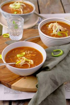 Who wouldn't like a chinese tomato soup with chicken? Diner Recipes, Soup Recipes, Healthy Recipes, Chicken Gyoza, Good Food, Yummy Food, Fish And Meat, Tomato Soup, Yum Yum Chicken