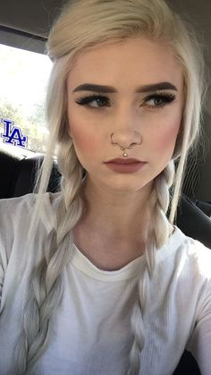 Are you the one who is looking for a great substitute to the standard lip piercings? If yes, then you can try Jestrum Lip Piercing. The Jestrum piercing is Medusa Piercing, Septum Piercings, Piercing No Rosto, Piercing Girl, Piercing Tattoo, Facial Piercings, Small Septum Piercing, Upper Lip Piercing, Double Nose Piercing