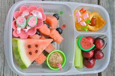 Here are some cute ideas to dazzle the kids when they open up their lunchbox. Go bento bonkers with our top 11 bento school lunch ideas.