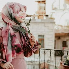 Image may contain: one or more people Modest Fashion Hijab, Hijab Style Dress, Niqab Fashion, Hijab Chic, Hijab Outfit, Muslim Fashion, Pad See Ew, Hijabi Girl, Girl Hijab