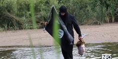 Un 'terrorista islamista' cruza la frontera México-EE.UU. con una cabeza humana en las manos