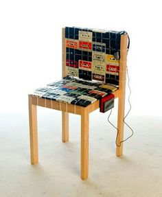 This is a ooomydesign chair made with cassette tapes. Buildingthe wooden structure, this piece was created entirely on cassette tapes and are joined with flanges, so can be removed at any time. Casette Tapes, Cassette Tape Crafts, Furniture Making, Diy Furniture, Vintage Furniture, Idee Diy, Recycled Furniture, Recycled Materials, Upcycling