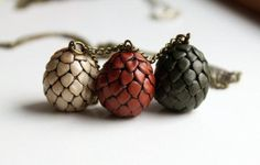 This easy-to-make dragon egg necklace can be the perfect way to show of your Game of Thrones pride.