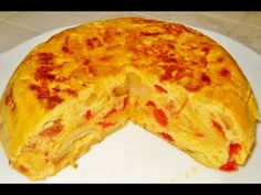 Tortilla with chorizo and red pepper. Ummmm, the extra flavors of these two ingredients make this tortilla even more tastier! Easy Drink Recipes, Cuban Recipes, Drinks Alcohol Recipes, Paleo Recipes, Spanish Dishes, Spanish Cuisine, Mexican Dishes, Spanish Food, Crepes