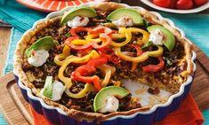 Paj är utan tvekan en av de smartaste maträtterna – alla godsaker samlade i ett skal. Prova vår tacopaj och servera den med avokado, tomater, paprika och gräddfil. Perfekt till fredagsmyset!