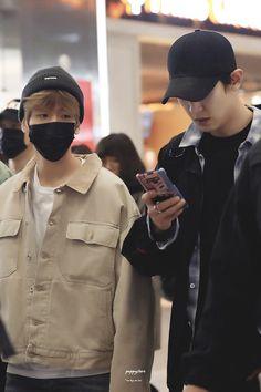 B: chanyeolie why are you always on the phone? Exo Chanbaek, Baekhyun Chanyeol, Park Chanyeol, Taekook, Exo Couple, I Love My Dad, Xiuchen, Exo Korean, Best Kpop