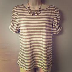 Banana Republic stripe shirt Stripe shirt with small buttons on shoulder blades. Banana Republic Tops Tees - Short Sleeve