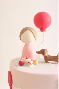 simplicity at it's best Fondant Girl, Fondant Cupcakes, Cupcake Cakes, Baby Cake Topper, Cake Toppers, Picnic Cake, Biscuits, Baby Birthday Cakes, Character Cakes
