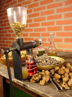 Press Machine, Malaga, Jojoba Oil, Coffee Maker, Cooking Recipes, Kitchen Appliances, Lis, Random, Coffee Maker Machine