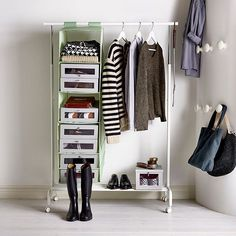 Если в прихожей не хватает места для отдельного шкафа – с хранением вещей поможет напольная вешалка РИГГА, которую можно дополнить модулями СКУББ. На фото: напольная вешалка РИГГА (1499.-), модуль для хранения СКУББ (799.-) #IKEA #ИКЕА #ИКЕАРоссия